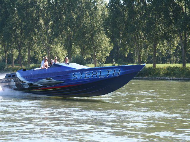 Steahlt Boot am Rhein